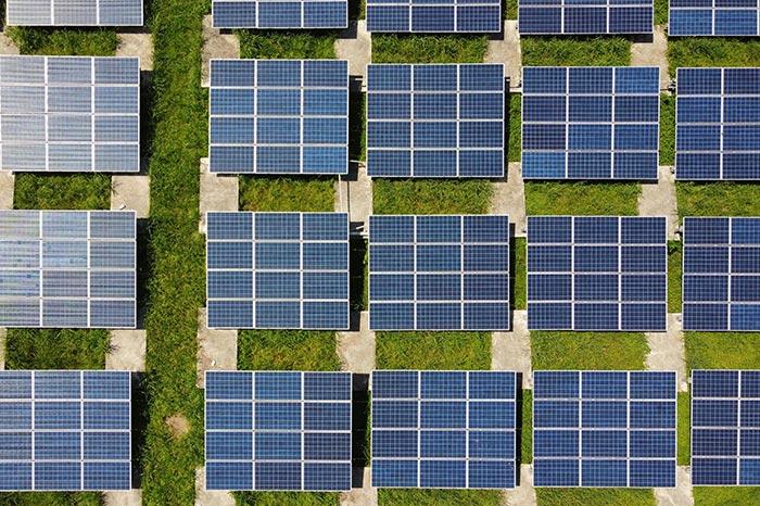 Photovoltaik-Module von oben fotografiert